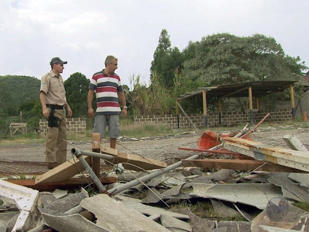 Chuva danifica sede da PRF em Poços de Caldas  (Foto: Reprodução EPTV / Marcelo Rodrigues)