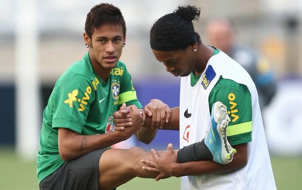 neymar ronaldinho treino seleção brasileira brasil (Foto: Mowa Press)