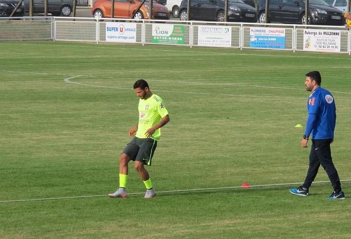 Carlos faz trabalho físico no treino da seleção olímpica (Foto: Felipe Schmidt)
