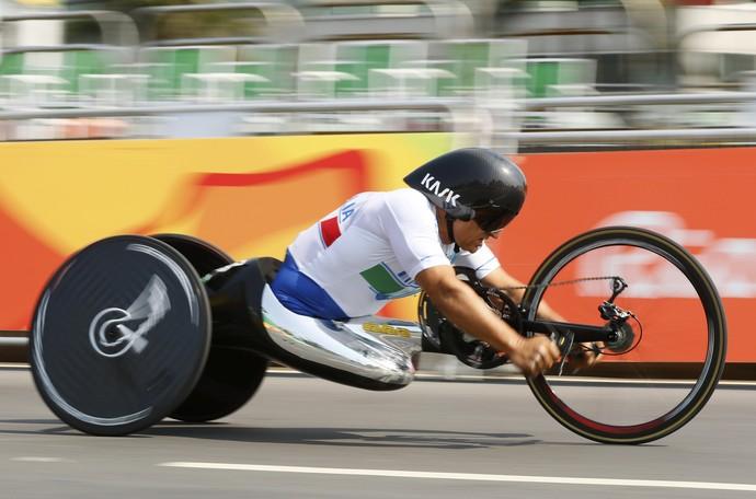 Descrição da imagem: Alex Zanardi na disputa do ciclismo contrarrelógio (Foto: REUTERS/Jason Cairnduff)