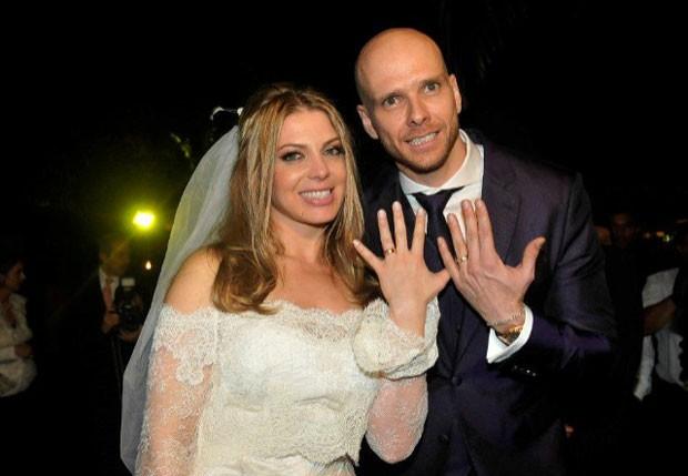 Sheila Mello e Fernando Scherer no dia do casamamento, em 24 de junho de 2010 (Foto: Fábio Guinalz e Orlando Oliveira / Ag News)