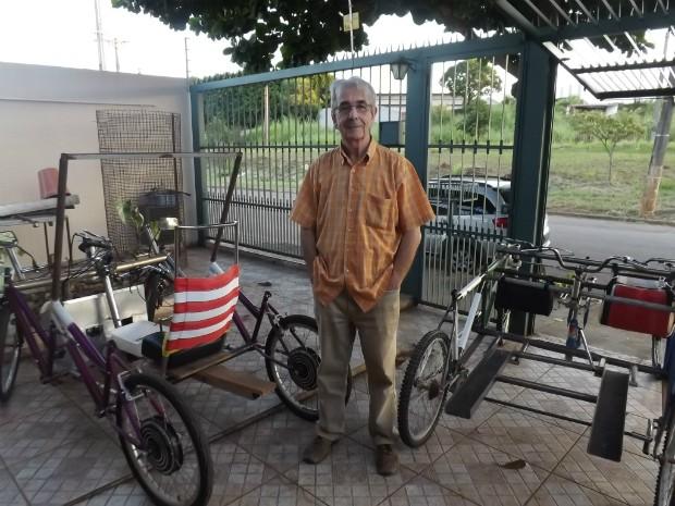 Giuseppe Wolf exibe o quadriciclo elétrico, e o quadriciclo para deficientes físicos (Foto: Caio Silveira/ G1)