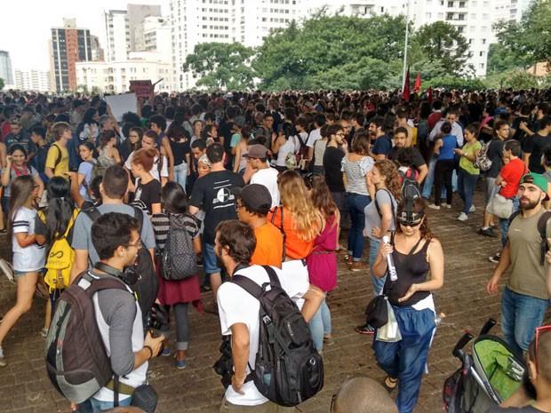 Concentração aconteceu no vão livre do Masp, às 17h (Foto: Roney Domingos/G1)