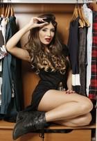Cantora Duda abre seu guarda-roupa e mostra estilo inspirado em divas pop