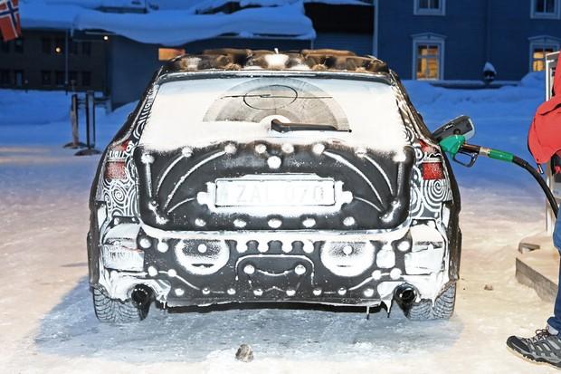 Flagras: Novo Volvo V60 (Foto: Automedia)