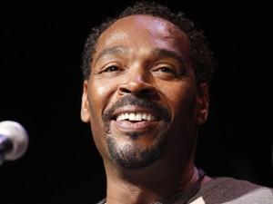 Imagem de abril de 2012 mostra Rodney King durante lançamento de livro em Los Angeles (Foto: Reuters)