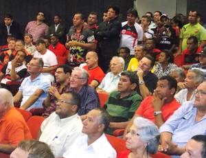 Torcida marcou presença na eleição do Moto Club (Foto: Bruno Alves)