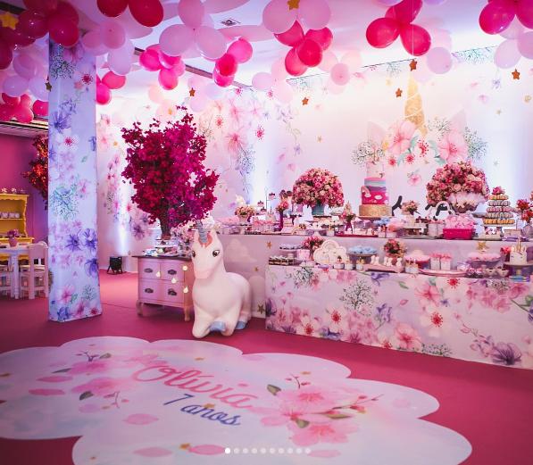 A decoração da festa de Olívia: unicórnio e tons de rosa (Foto: Reprodução Instagram)