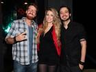 Com a namorada, Max reencontra o ex-BBB Flávio em São Paulo