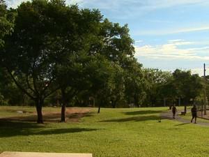 Moradores questionam tratamento dado ao Tom Jobim em relação a outros parques (Foto: Maurício Glauco/EPTV)