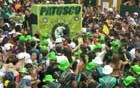 Blocos desfilam no pós-carnaval no Recife (G1)