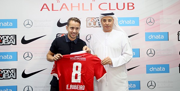 Éverton Ribeiro é apresentado no Al Ahli-EAU (Foto: Reprodução / Site oficial do Al Ahli)