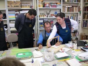 Escola Livro e Arte já formou mais de 200 profissionais nos últimos anos. Trabalho de restauro vem ganhando a atenção de diversas pessoas, diz a diretora Silvia Breitsameter (Foto: Silvia Breitsameter/Divulgação)