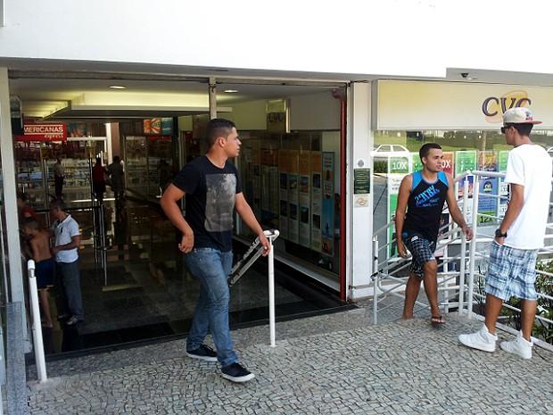 """Shopping Prado em Campinas reabre após ameaça de """"Rolezinho"""" (Foto: Arthur Menicucci/G1)"""