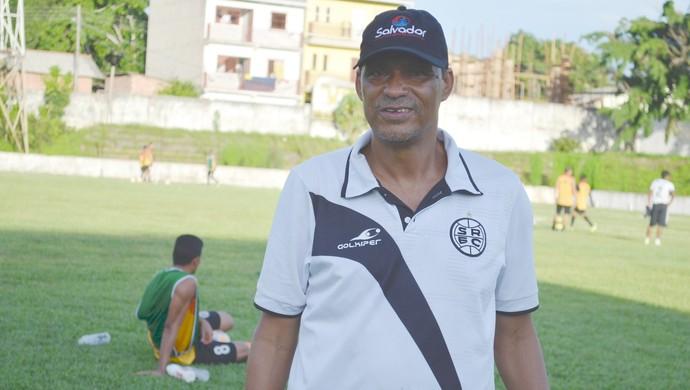 Técnico do São Raimundo, Éverton Goiano, conhece detalhes do rival São Francisco (Foto: Dominique Cavaleiro/ GloboEsporte.com)