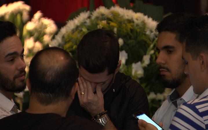 amigos, Goiânia, velório, Goiás, homenagem, morte, Cristiano Araújo