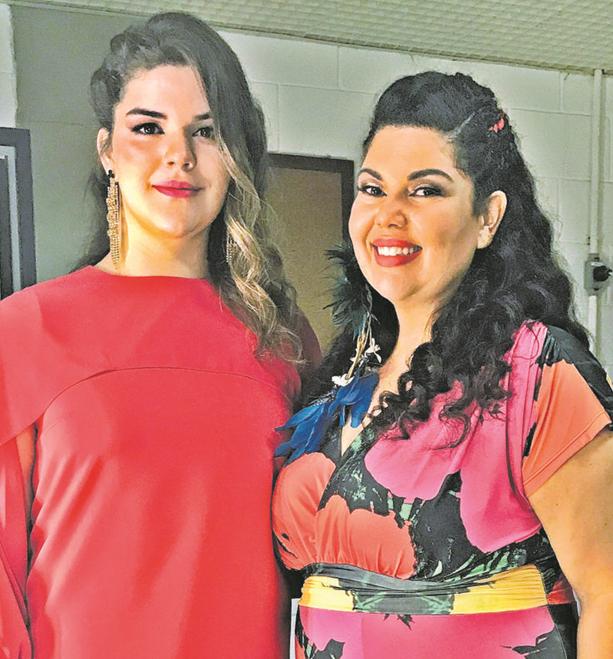 Fabiana Karla, uma das participantes do reality 'Pop star', com a filha Laura, que será sua backing vocal no programa (Foto: Arquivo pessoal)