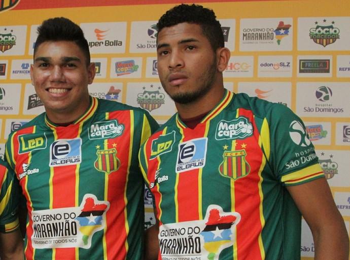 Daniel Barros (esquerda) e André Penalva (direita) foram apresentados ao lado de Walfrido (Foto: De Jesus - O Estado)