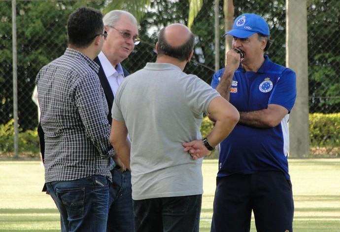 Presidente Cruzeiro treino (Foto: Tarcísio Badaró)