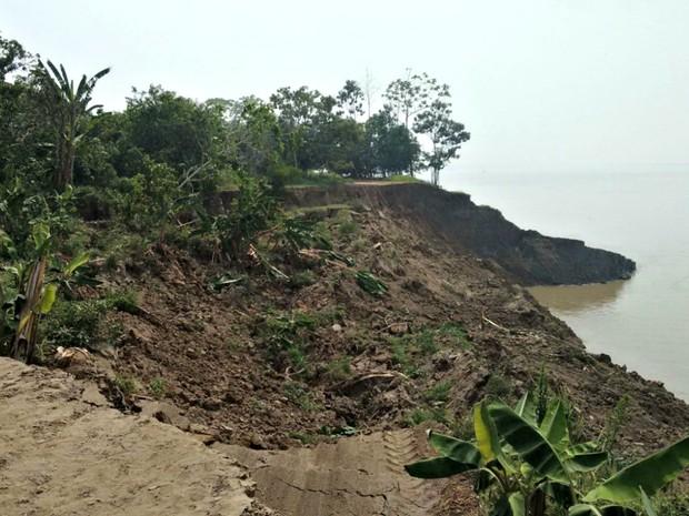 Terras caídas registrada em Iranduba no fim de semana  (Foto: Defesa Civil/Divulgação)