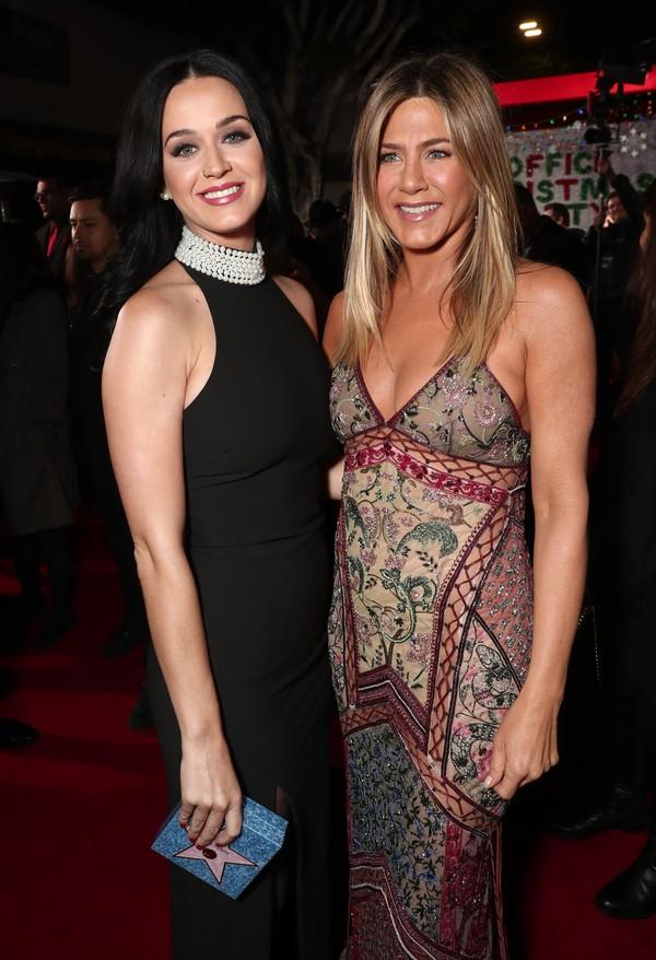 Jennifer Aniston e Katy Perry vão à première de 'A última ressaca do ano'
