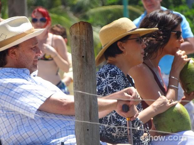 Nelson Baskerville, Ana Beatriz Nogueira e Helena Ranaldi também participaram das cenas (Foto: Em Família / TV Globo)