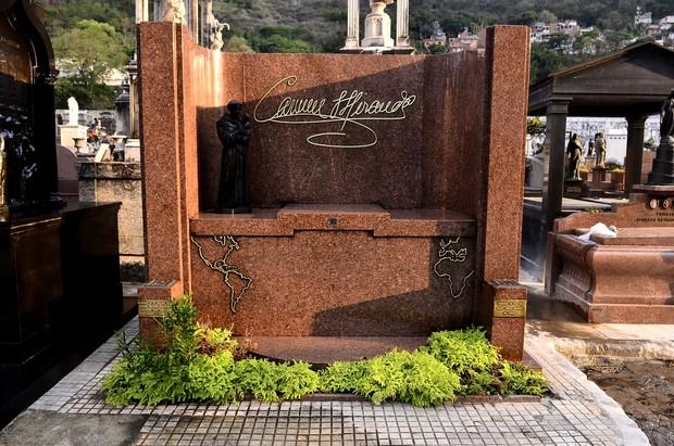Túmulo de Carmem Miranda no Rio de Janeiro (Foto: Roberto Teixeira/EGO)