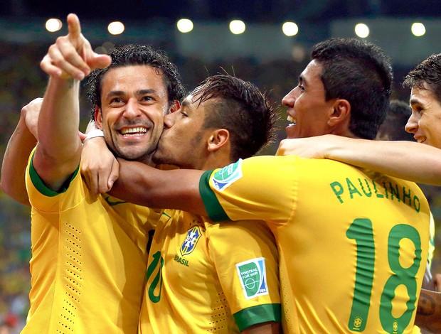 Fred gol final Brasil Espanha (Foto: Reuters)