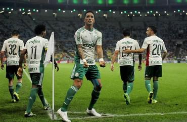 Barrios gol Fluminense x Palmeiras (Foto: DHAVID NORMANDO - Agência Estado)