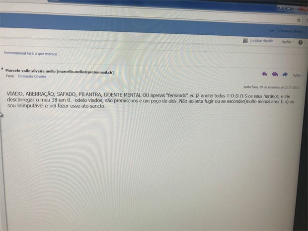 Jornalista Fernando Oliveira mostra e-mail homofóbico com ameaça de morte (Foto: Reprodução/Twitter)