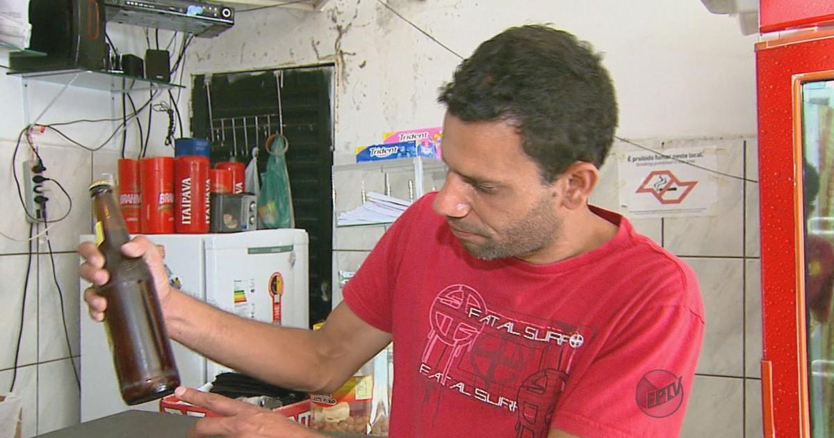 Consumidor acha objeto estranho em garrafa de cerveja em Rio Claro, SP