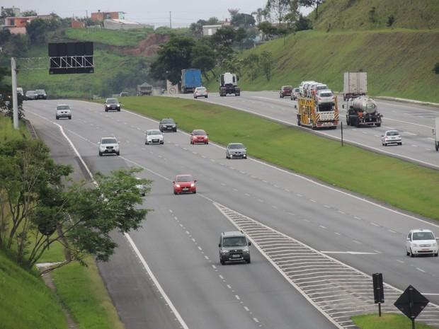 Caminhoneiro foi abordado na Rodovia Ayrton Senna perto da entrada para Mogi das Cruzes (Foto: Pedro Carlos Leite/G1)