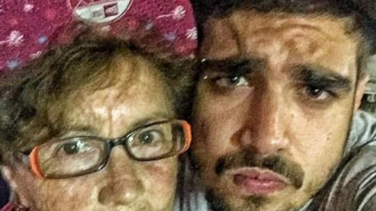 Caio Castro revela o que o deixa extremamente feliz e se emociona com surpresa no 'Encontro'