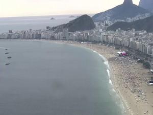 Palco principal já tinha público bom para a festa por volta das 19h20 (Foto: Reprodução / Globo)