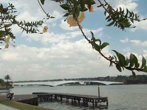 Lago Paranoá, no Pontão do Lago Sul, nesta segunda-feira (23) (Foto: Rafaela Céo/G1)