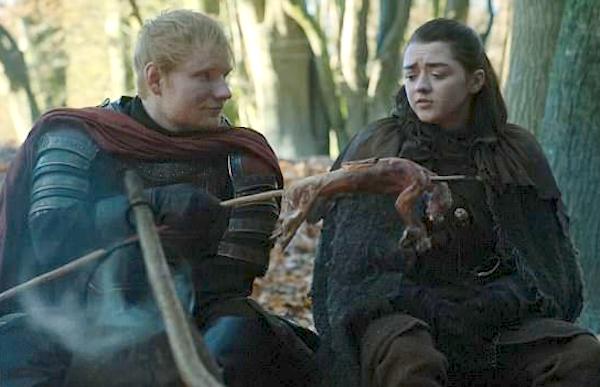 O cantor Ed Sheeran em cena com Arya Stark em Game of Thrones (Foto: Reprodução)