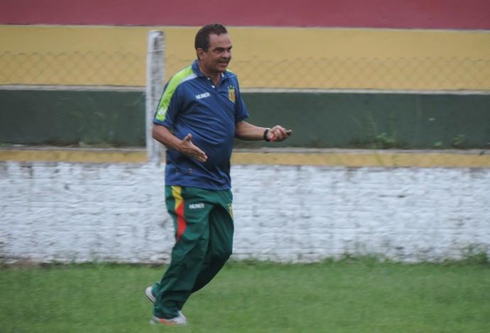 Técnico Francisco Diá começa a fazer observações para suprir baixas na equipe tricolor (Foto: Sampaio /  Divulgação)