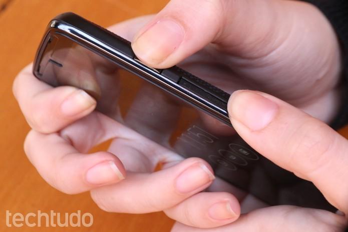Pressione os botões de início e o de volume para baixo (Foto: Lucas Mendes/TechTudo)