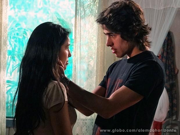 Rafa diz que gosta de Fátima, mas que está pensando em outra pessoa (Foto: Além do Horizonte/TV Globo)