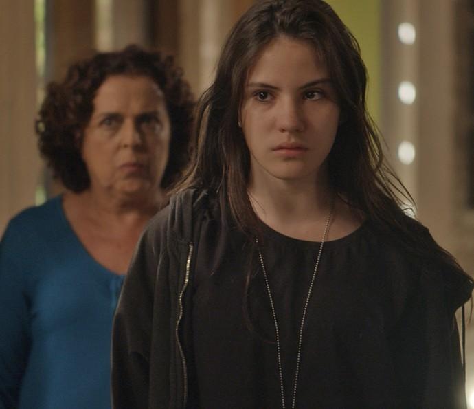 Jojô surpreende Arthur e Natasha (Foto: TV Globo)