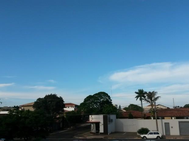Céu de Campo Grande na tarde desta quinta-feira (2) (Foto: Glaucea Vaccari/G1 MS)