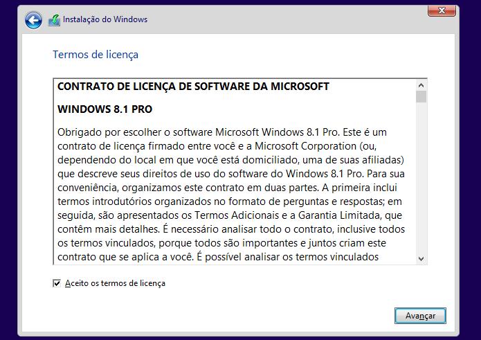 Lendo e concordando como os termos de uso do Windows 8 (Foto: Reprodução/Edivaldo Brito)