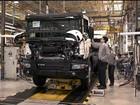 Venda de caminhões cai e fábrica põe funcionários em licença remunerada