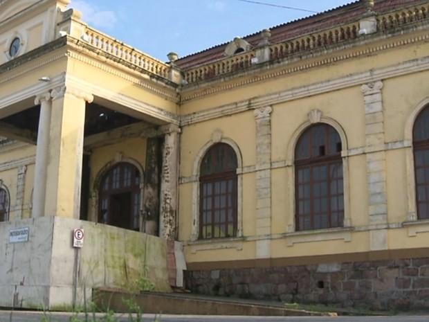 Estação Ferroviária de Paranaguá virou esconderijo para usuários de drogas, relata morador (Foto: Reprodução/ RPC)
