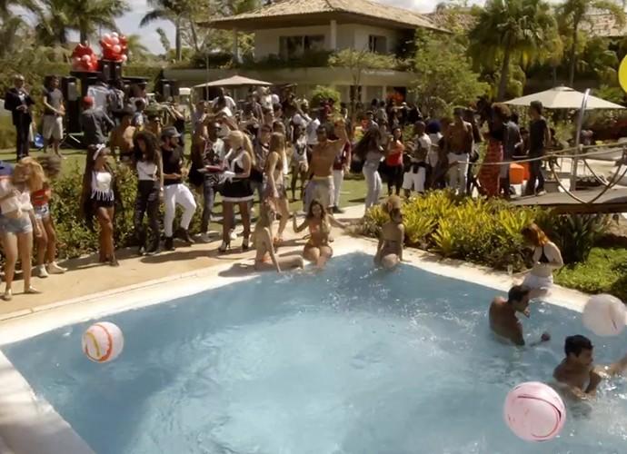 Brau faz festas incríveis na piscina de sua mansão (Foto: TV Globo)