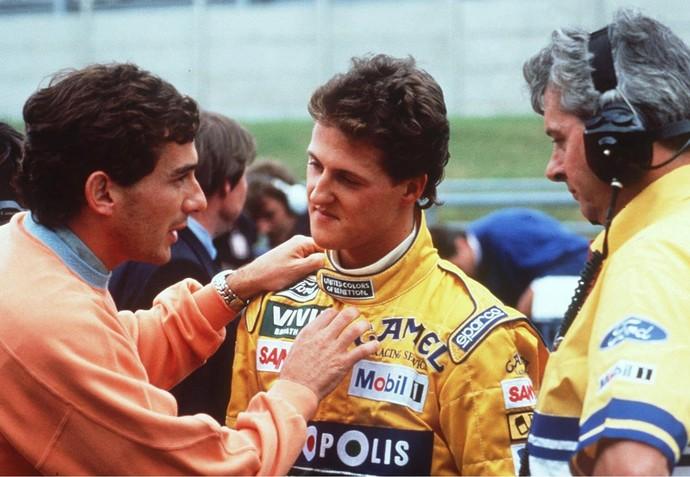 Ayrton Senna discute com Michael Schumacher no GP da Bélgica de 1992 (Foto: Getty Images)