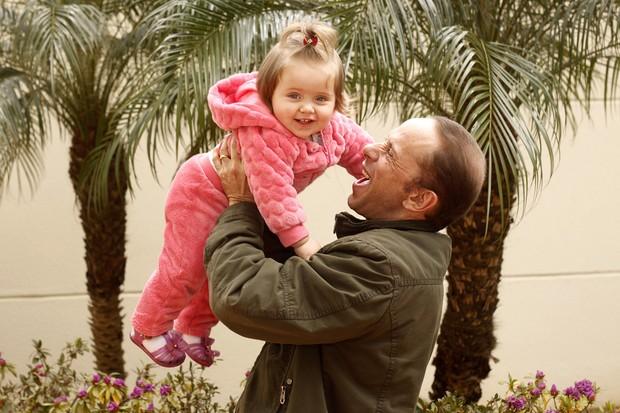 Rafael Ilha e filha (Foto: Celso Tavares/EGO)