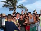 Ricky Martin dança o 'Passinho do volante' no Rio