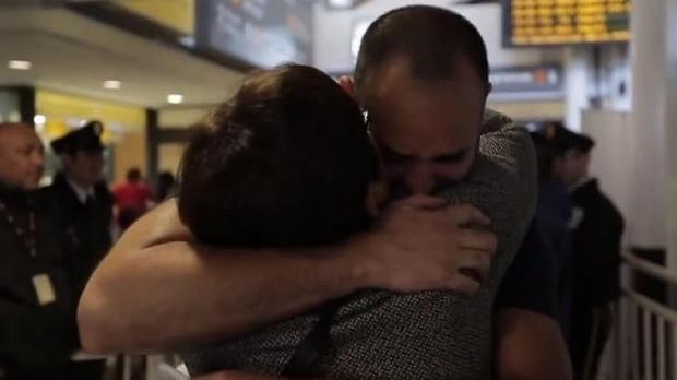 Travis Tolliver foi sequestrado ainda na maternidade. Aos 41 anos, ele reencontrou a mãe (Foto: Reprodução/CNN)