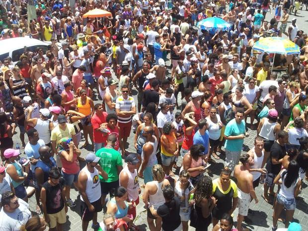 Público se aglomera em volta do trio da musa baiana, para curtir o encerramento do carnaval de Salvador (Foto: Ruan Melo/G1 BA)